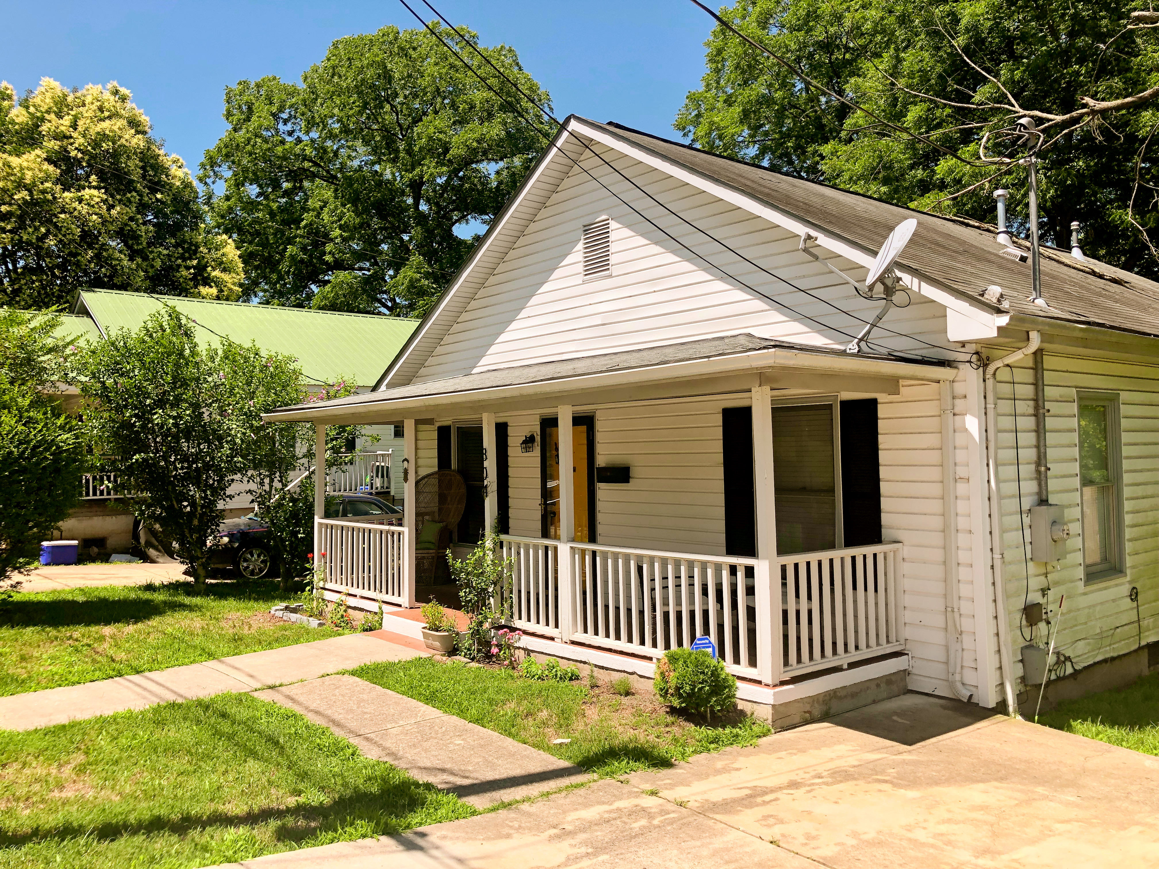 Alcove: Bedrooms for rent at 804 Gerard St, Durham NC 27701