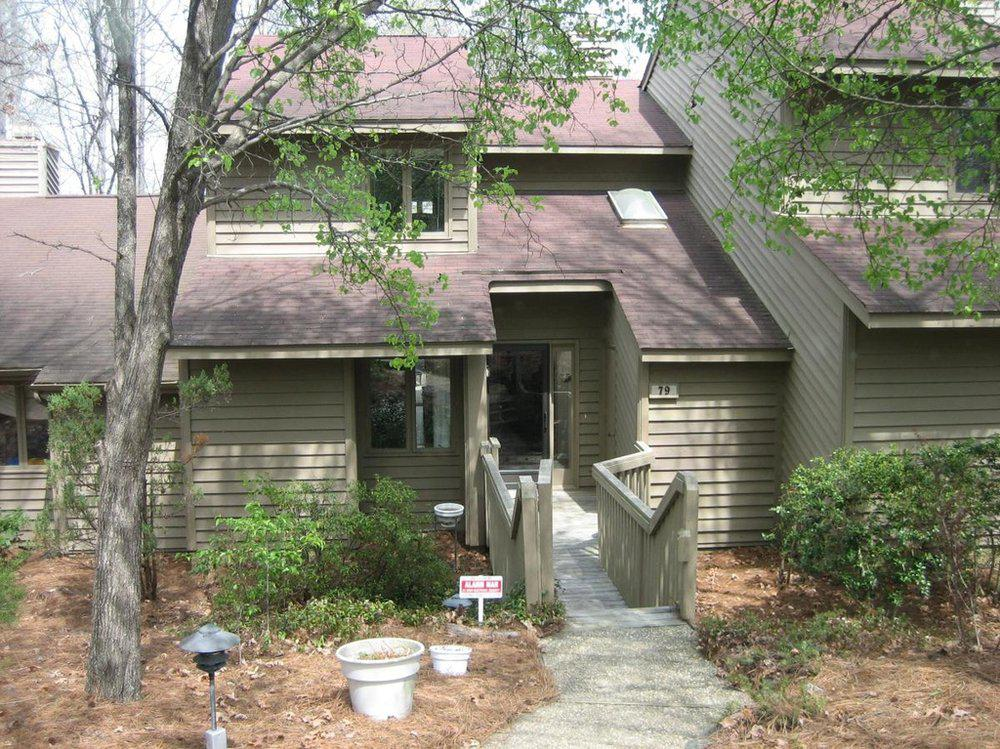 Alcove: Bedrooms for rent at 79 Stoneridge Rd, Durham NC 27705